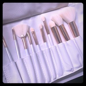 Makeup brushes & case
